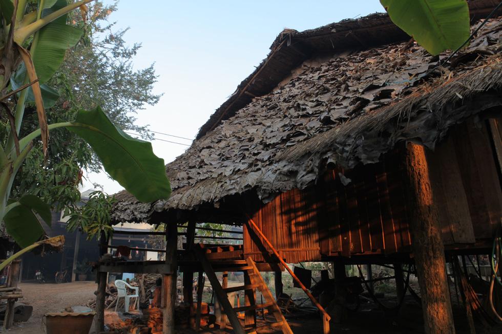 カレン族の高床式住居