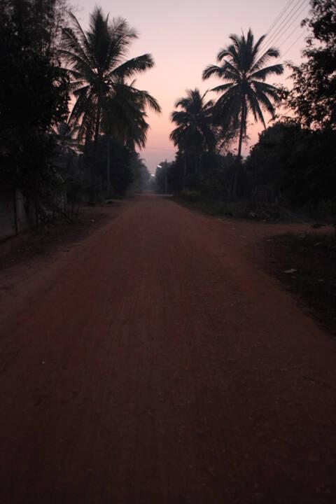 夜明け前のタイの村