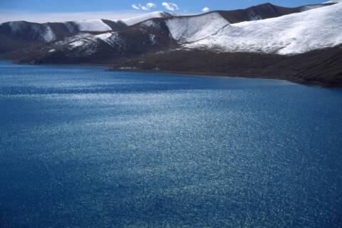 チベットの湖
