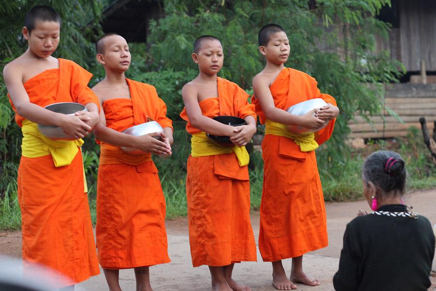 タイの少年僧
