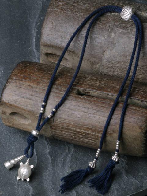 カレンシルバー 藍染手紡ぎ木綿紐 ネックレス 亀 象 魚 巻貝 a01-28