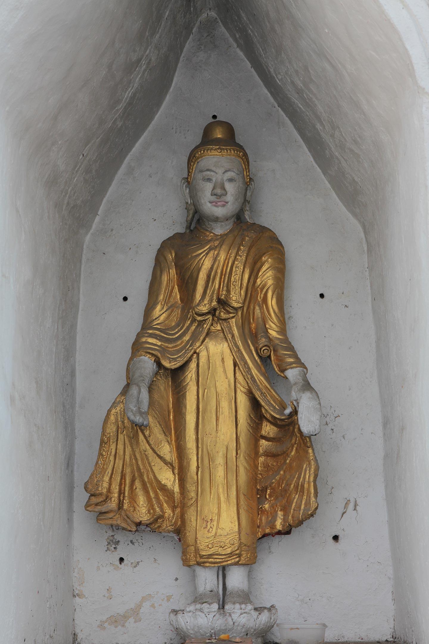 タイ チェンマイ、仏教寺院ワット・ブッパラムの仏陀立像