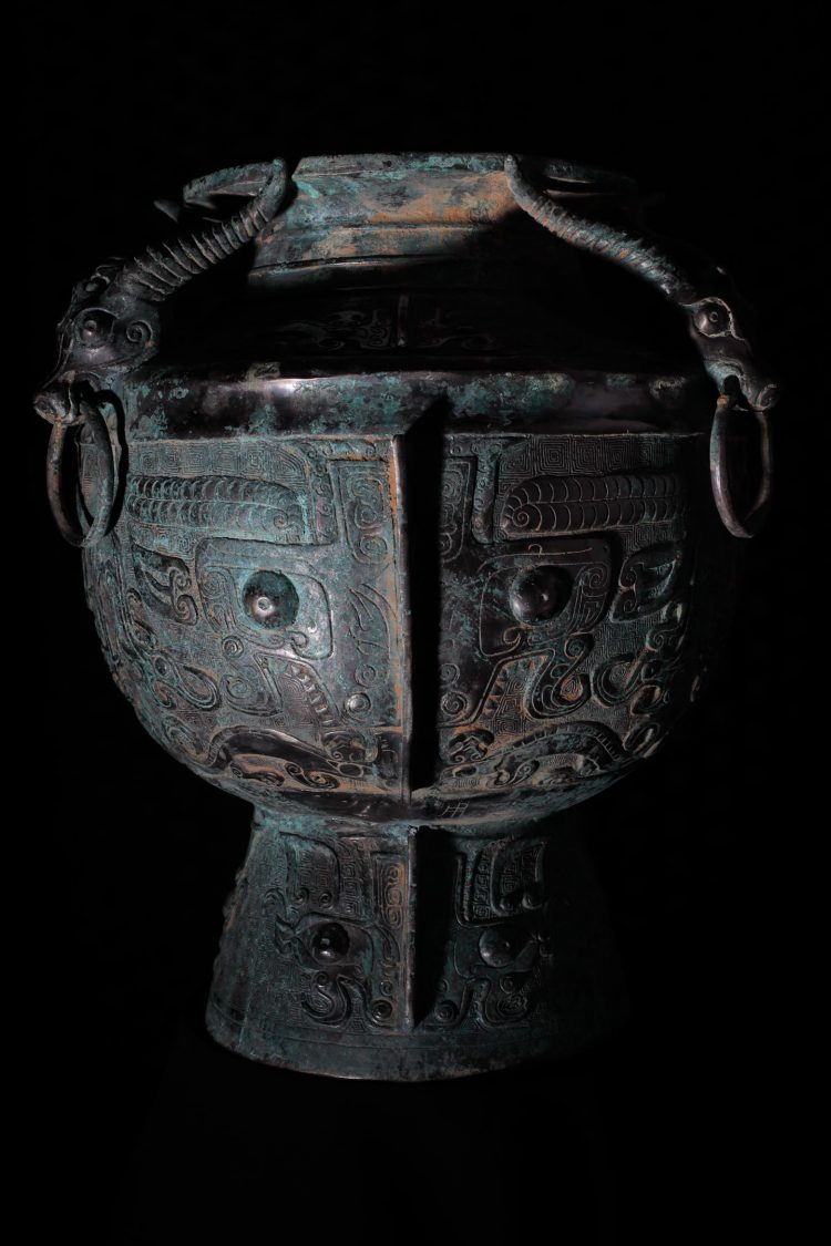 taotie-on-chinese-ritual-bronze-vessel-portrait